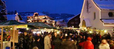 Adventmarkt mit Kunsthandwerk