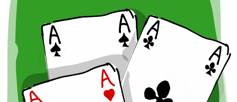Schach und Karten spielen im Kaffeehaus