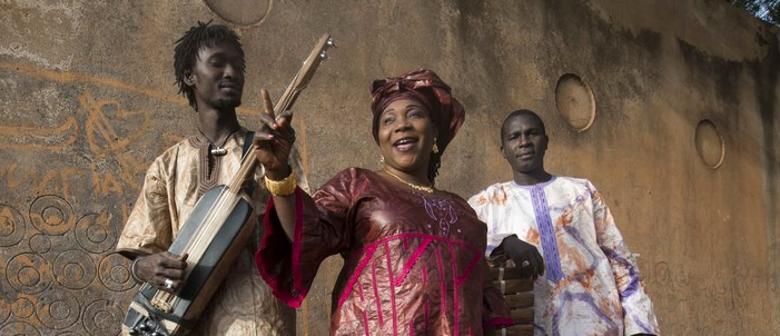 4th African Pearls - Trio Da Kali