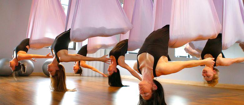 Stärke deine Mitte mit Flying Yoga