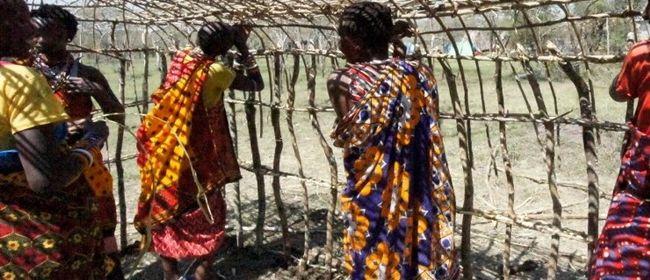 Öffentliche Führung - Maasai Baumeisterinnen aus Ololosokwan