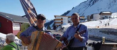 Après-Ski im Café Restaurant Lari Fari in Faschina