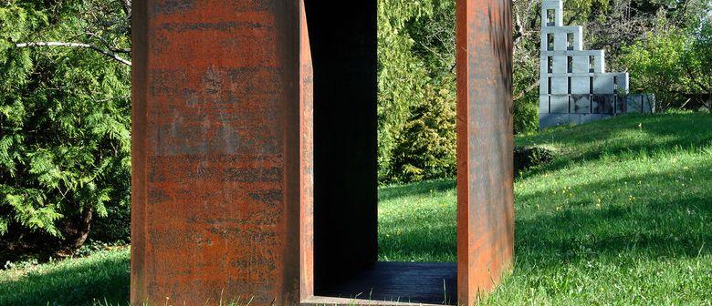 Eine Stunde: Führung durch den Skulpturengarten Stein Egerta