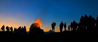 Sonnwendfeuer am Hahnenkopf in Faschina