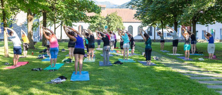Sommer Yoga im Stadtgarten bei der inatura Dornbirn