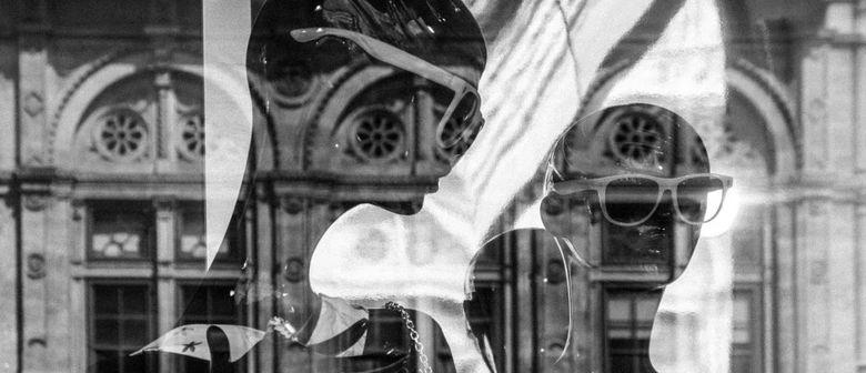 Passing Places – Ansichten einer Schaufensterpuppe