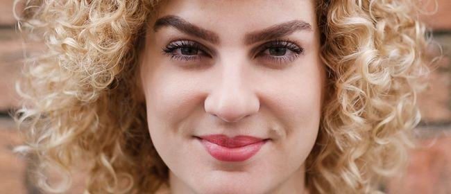 Laura Wiesböck: In besserer Gesellschaft
