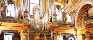 Abendstunde in der Wiener Jesuitenkirche