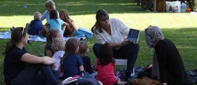Vorlesen am Spielplatz Wiesenrain