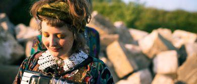MUSIKWOHNZIMMER: Alicia Edelweiss