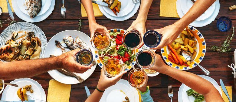 Big Dinner Table mit Street Food genießen in der M Lounge