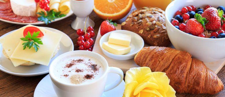 Frühstück mit einer unglaublichen Buffetvielfalt genießen