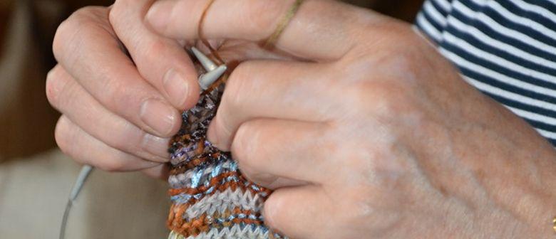 Wollreste für kalte Ohren - Handarbeitsrunde für guten Zweck