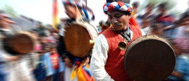 Naturheilritual am Himmel mit nepalesischen Schamanen