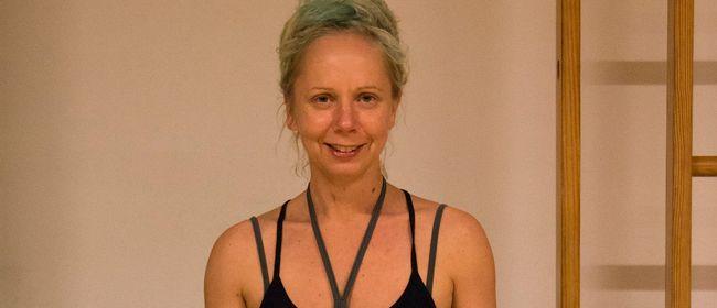 Yoga Fortgeschrittene am Baggersee in Brederis