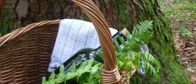 Ein Sonntagspicknick im Wald