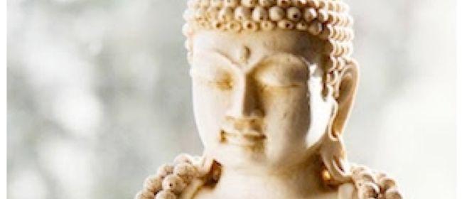 Meditation in Begleitung von sanfter Bewegung und Atemübunge