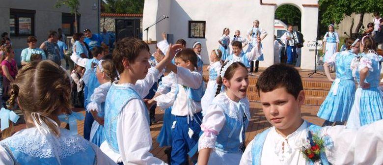 KINDER TRACHTENFEST 2011