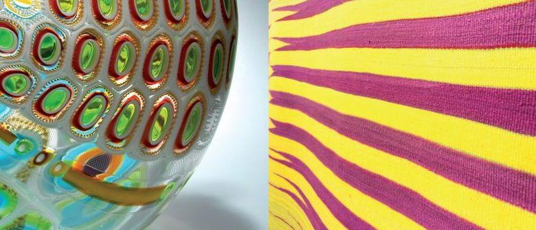 Abstraktion trifft Glas und Seide
